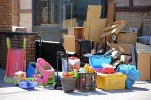 Abandonar muebles en la calle tiene coste y se paga con una multaAbandonar muebles en la calle tiene coste y se paga con una multa